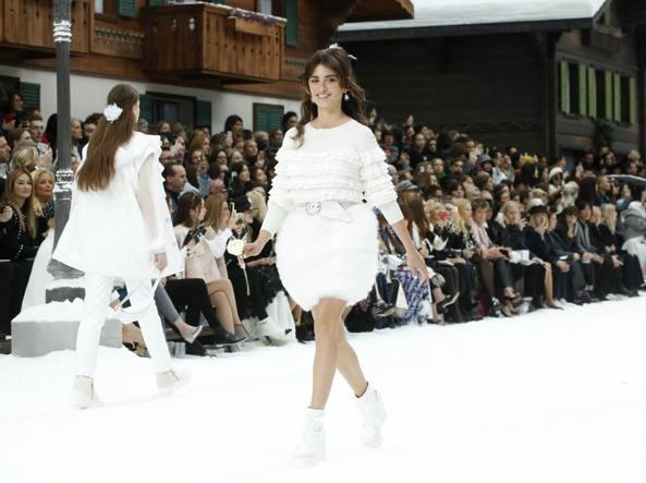 60aaced9cac7c1 Karl Lagerfeld, un minuto di silenzio all'ultima sfilata per Chanel ...