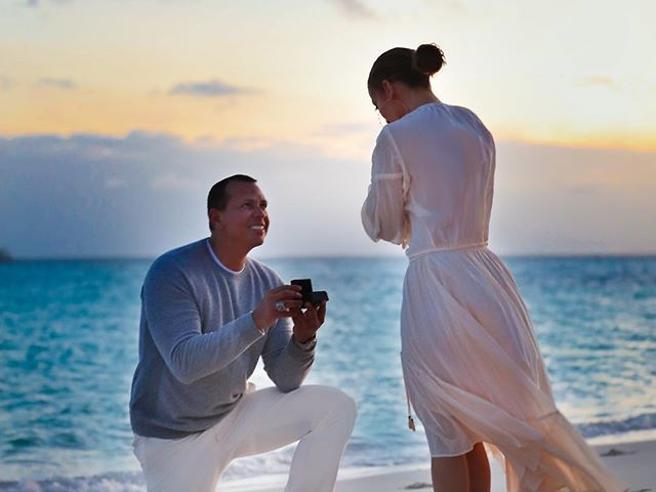 Jennifer Lopez, Alex Rodriguez si mette in ginocchio per la proposta di matrimonio