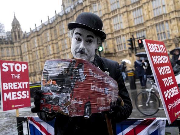 Gran Bretagna, la democrazia come «farsa», il futuro di un Paese stanco in preda a una crisi di nervi