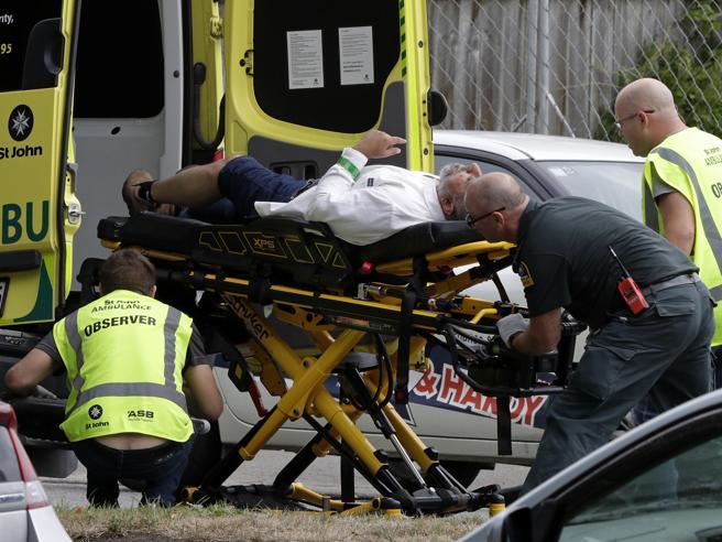 Nuova Zelanda, attentato contro due moschee: 40 morti