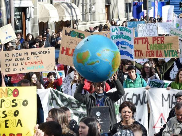 La manifestazione di venerdì a Torino (Ansa)