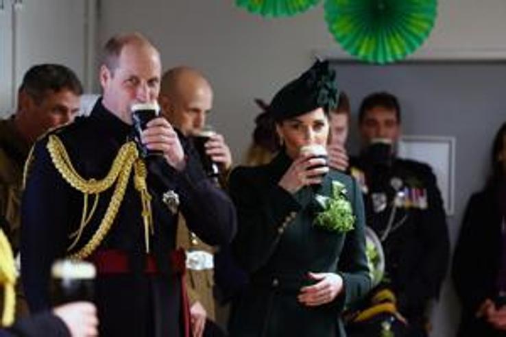 William, Kate e la pinta di Guinness: così i reali brindano a San Patrizio
