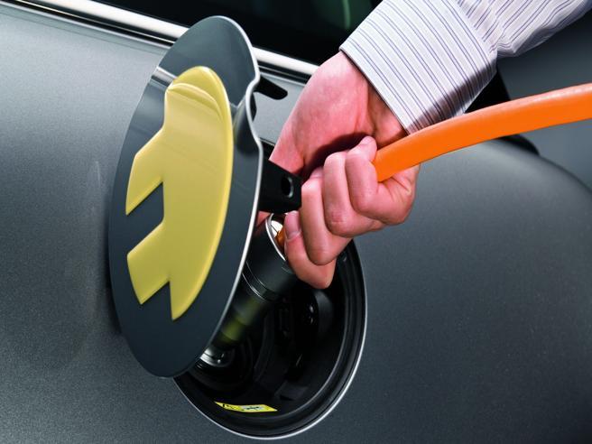 Auto elettriche: in caso di incidente sono dolori... Falso o vero? La guida