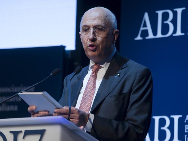 Banche fallite, scontro  Bankitalia-Ue: «Sui salvataggi Bruxelles pose il veto»