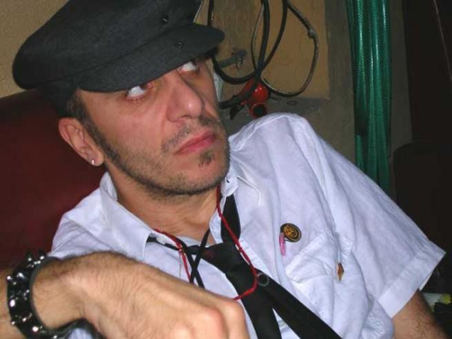 Morto l'artista preso a pugni per strada. Il padre : «Chi ha visto gli aggressori parli» Video