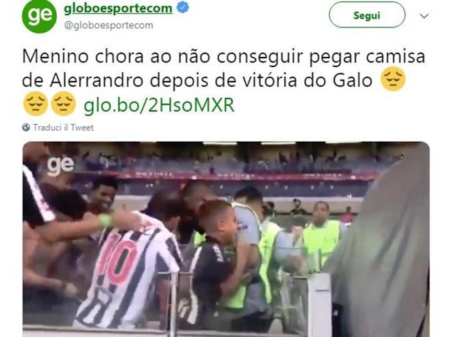 La maglietta rubata al bimbo-tifoso che fa indignare il Brasile