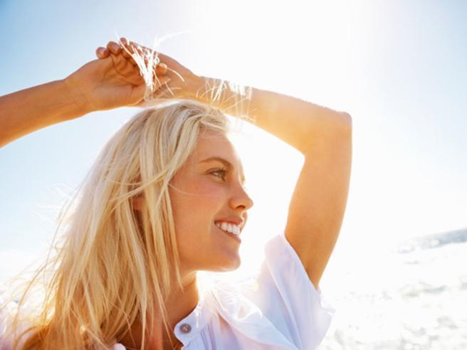 Come preparare la pelle del viso al sole: i trattamenti da adottare nei mesi caldi
