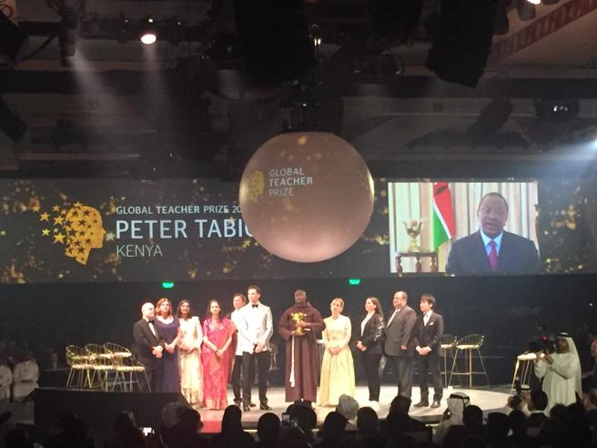 «Global Teacher Prize»: vince Peter, il prof da un milione di dollari
