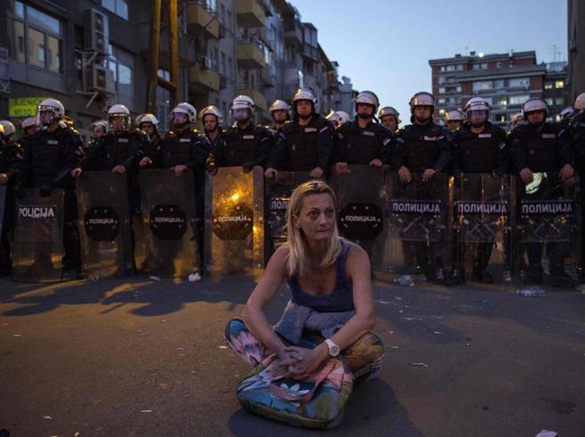 Belgrado 20 anni dopo i raid Nato  in piazza contro il presidente
