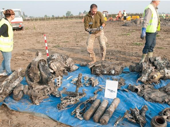 I resti dello Spitfire di John ritrovati dai volontari del Romagna Air Finders