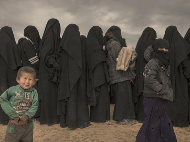 Donne e bambini dell'Isis, cosଠl'Europa tenta di affrontare il problema