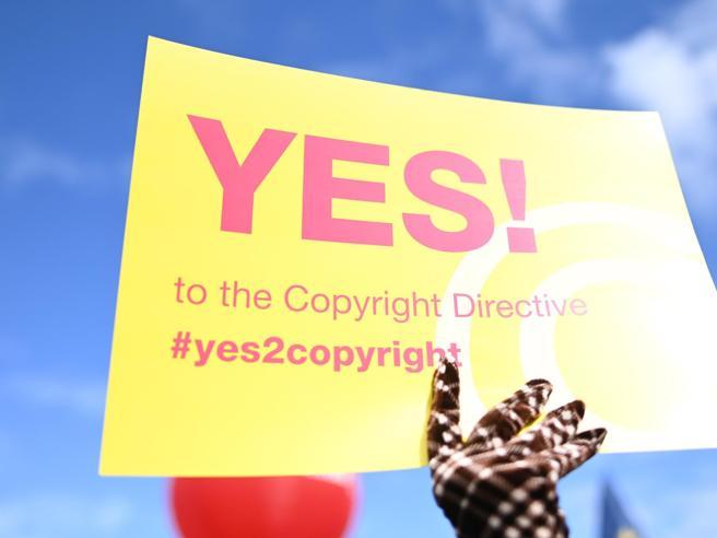 Copyright, cosa dice la direttiva approvata dal Parlamento Ue: tutto quello che c'è da sapere