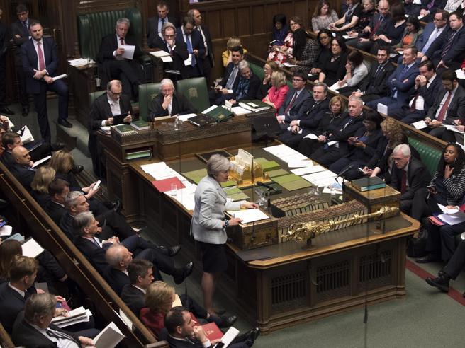 Brexit, nuova bocciatura per May Il controllo dell'iter passa al Parlamento