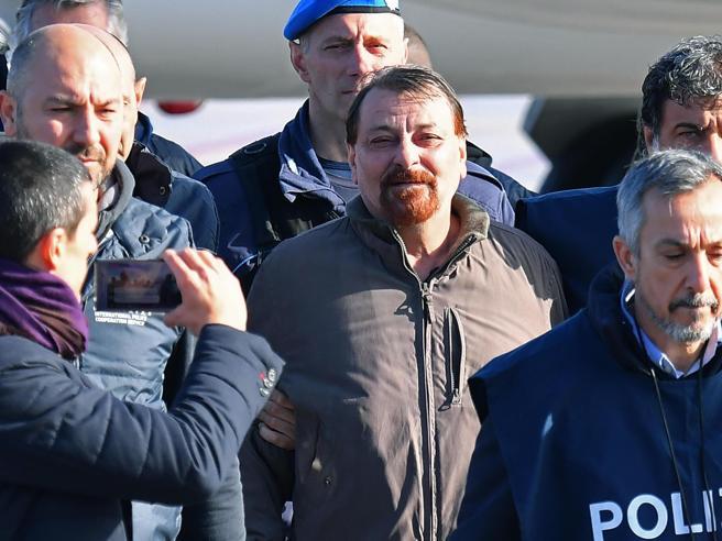 Cesare Battisti si dichiara colpevole degli omicidi per cui è stato condannato  Ecco