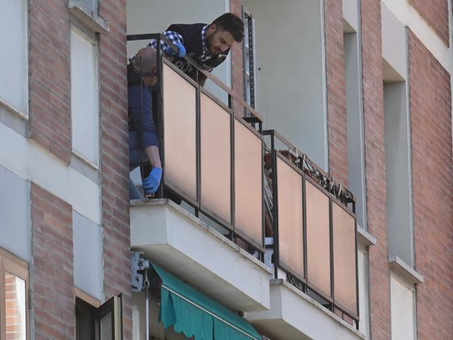 Bologna, i corpi non erano sotto il balcone: il mistero della morte dei due fratellini