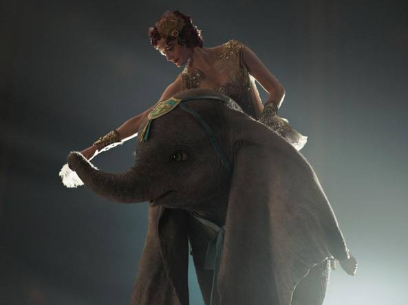 Dumbo nuova locandina internazionale in attesa del film di tim