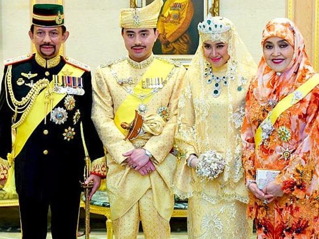 Brunei, entra in vigore la sharia: Clooney e Elton John invitano a boicottare gli hotel del sultano