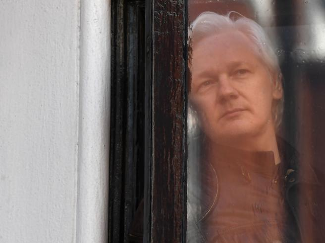 Julian Assange è stato arrestato dalla polizia britannica