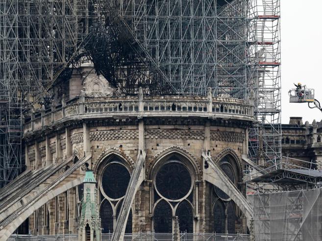 Incendio Notre-Dame, quali sono le cause? Dai sistemi anti-incendio al cantiere, ecco cosa non ha funzionato