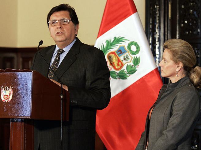 Si spara durante l'arresto: morto l'ex presidente  Alan Garcia