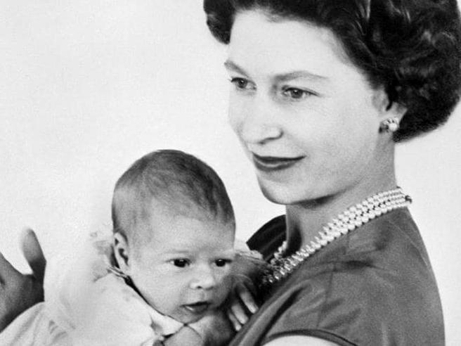 Meghan avrà Baby Sussex a 38 anni: la «mamma Windsor» più anziana