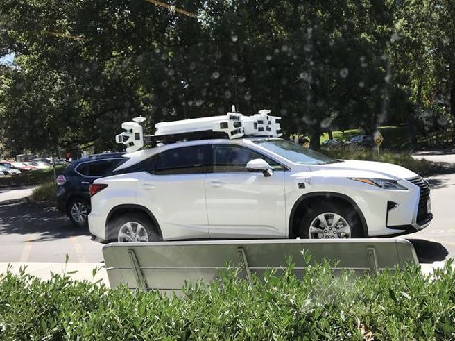 Apple non ha detto addio al sogno dell'auto a guida autonoma: allo studio nuovi sensori<a href=