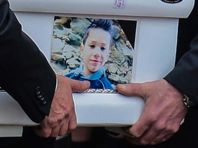 Bimbo ucciso e segni ignorati a scuola: «Arrivava con i lividi»