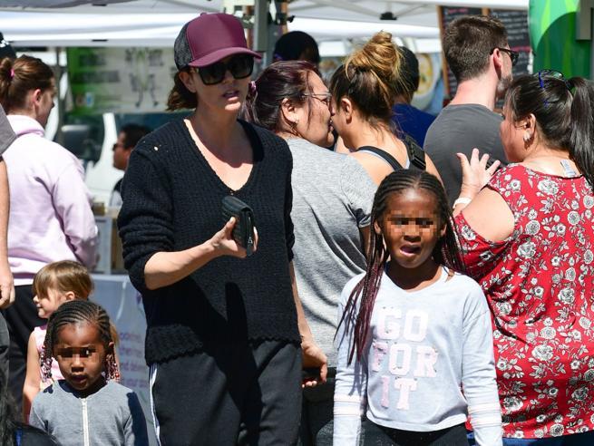 Charlize Theron: «Mio figlio Jackson si sente una bambina»