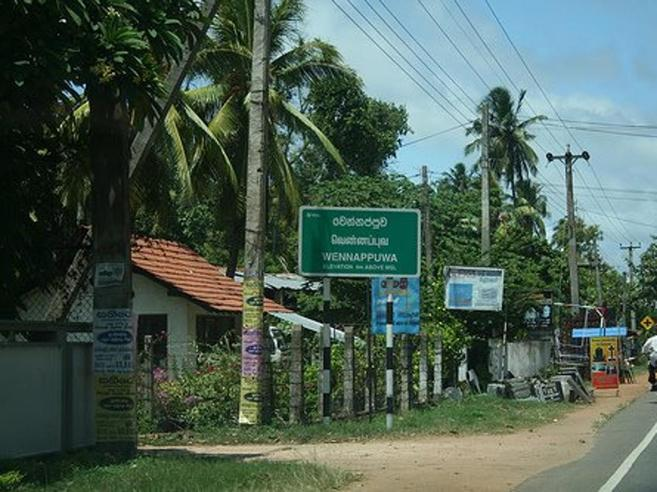 Attentato in Sri Lanka, otto esplosioni in chiese e hotel: «185 morti,  35 stranieri». Udito altro scoppio|