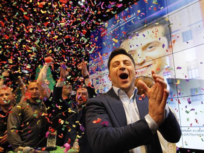 Elezioni Ucraina, exit poll: il comico Zelensky è presidente con il 73% dei voti |   Chi è| Foto