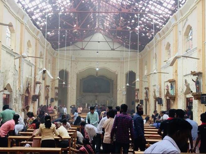 La devastazione nelle chiese, lo strazio dei parenti: le foto del massacro di Pasqua