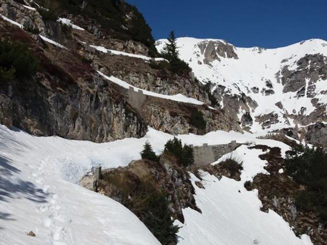 Monte Pasubio, uomo ucciso da una slavina: anche i soccorritori colpiti dalla neve