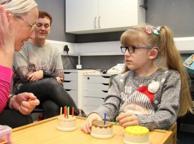 Leia, la bambina che ha ritrovato la sua voce dopo l'intervento al cervello