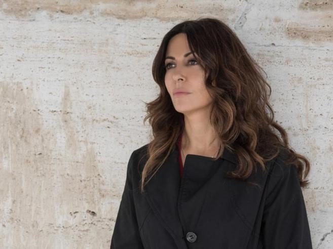 «L'amore strappato», la serie con Sabrina Ferilli conquista il pubblico di Mediaset
