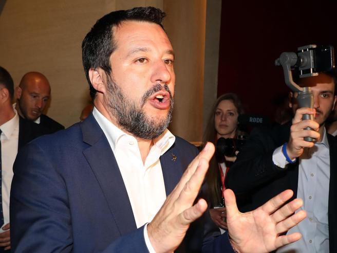 Rissa Salvini-Di Maio, poi lo stralcio parziale del Salva-Roma. «I debiti restano a Raggi», «È il primo passo»