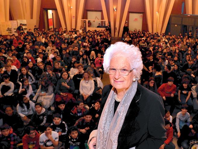 Liliana Segre e le  polemiche sul 25 aprile: «Chi fa politic