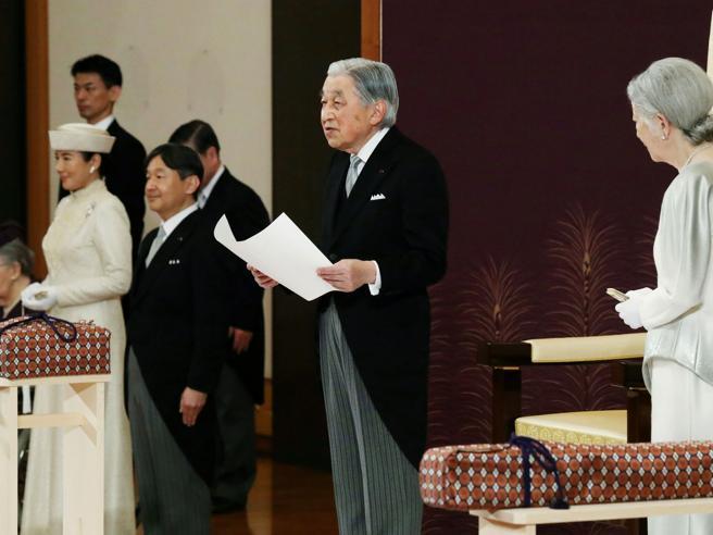 Akihito, l'imperatore del Giappone, ha abdicato: comincia l'era Reiwa