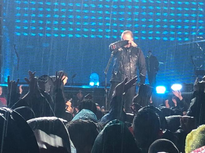 I Metallica a Milano: in 47000 sotto la pioggia per un concerto epico
