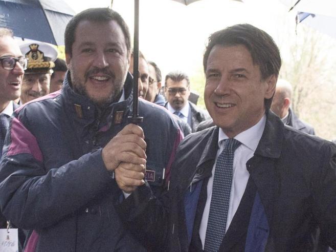 Conte: «Alla guida ci sono io, che comandi Salvini è un'illusione ottica»