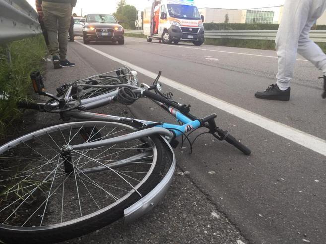 Il 15enne ucciso da un'autoe la beffa della pista ciclabile rinviata da cinque anni«Sono sul tratto più brutto»