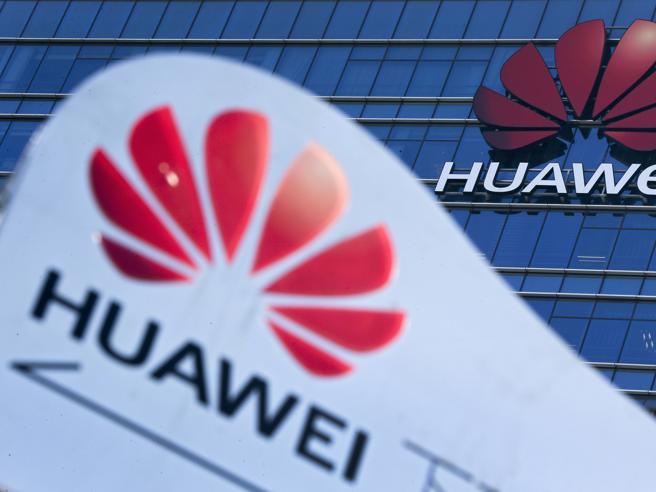 Google, colpo a Huawei: sospese le licenze  Android ai telefonini cinesi