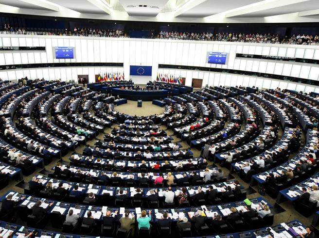 Elezioni europee, i politici italiani che hanno speso di più su Facebook