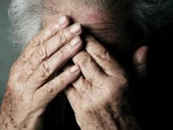 Donna di 102 anni uccide la vicina di stanza di 92 in una casa di riposo