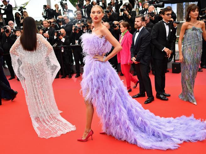 Cannes 2019, il red carpet del 24 maggio: il problema con i tacchi di Virginie Efira e le piume di Elsa Hosk