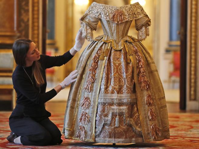 Duecento anni fa, la regina Vittoria E Buckingham palace la festeggia