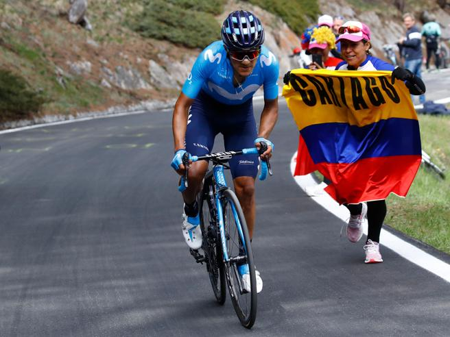 Carapaz vince ed è maglia rosaIl Giro perde il Gavia: troppa neve