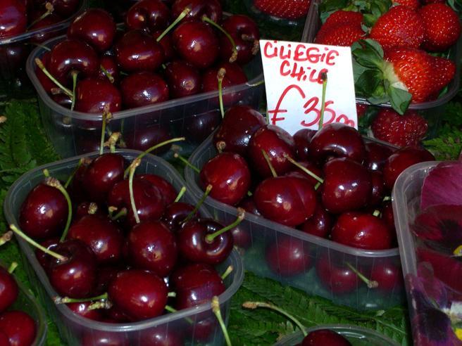 Maltempo: prezzo delle ciliegie fino a 20 euro al chilo a Milano