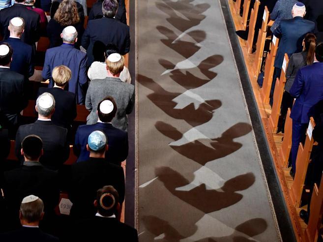 Il governo tedesco agli ebrei: «Non indossate la kippah. È