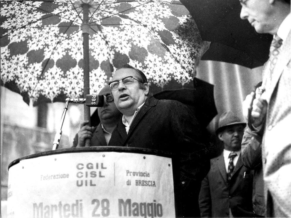 Ore 10:02, Brescia: 45 anni fa la strage in piazza della ...