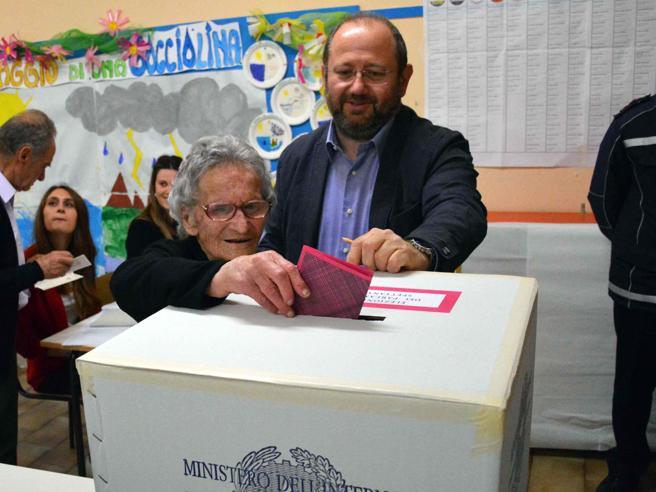 Luisa al seggio a 108 anni,   ha sempre votato  dal   1946: